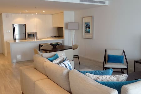 Signature Holiday Homes- Luxury 1 Bedroom Apartment, D1 Residences (3906) - Dubai