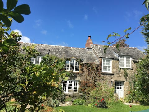 Historic Cornish Cottage in National Trust Land