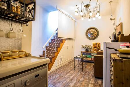 Fabulous and Funky 1 Bdr Great location, Jacuzzi