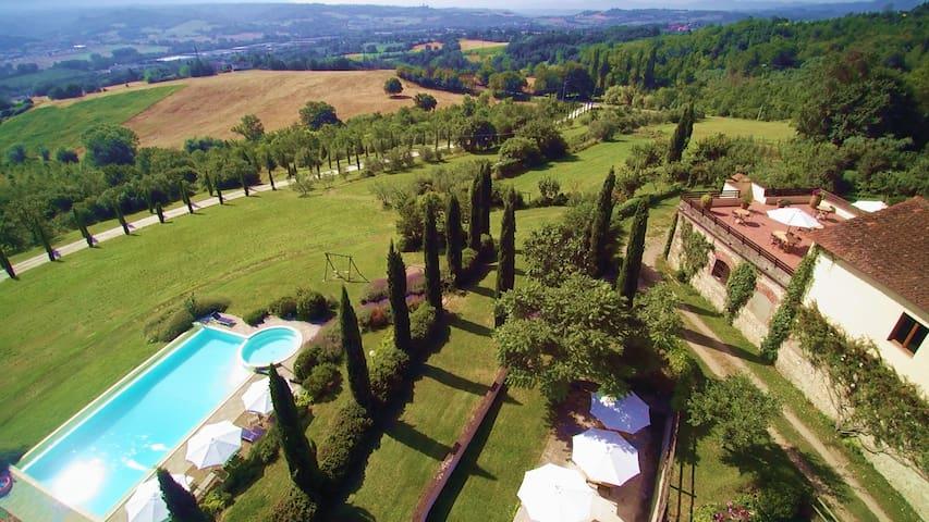 Exclusive 95sqm Apt. in Villa with Swimmingpool