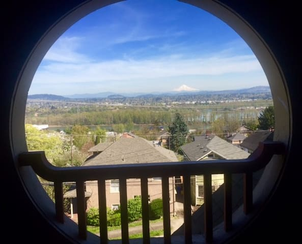 Lovely 2 b'room +Den + VIEW! Close to OHSU