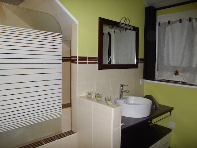 Chambre individuelle avec baignoire, frigo, ...6