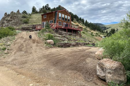 94 Creekside clean cabin with private creek access