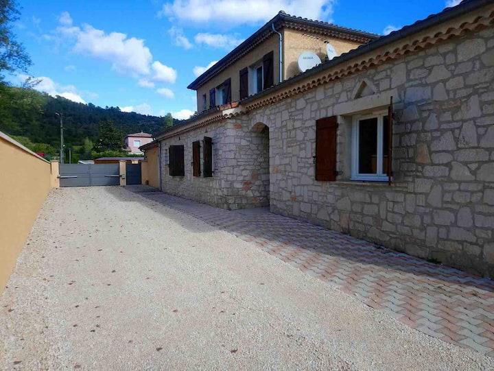 Grande maison  A 5 minutes des gorges et village