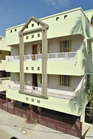 vijayamcy service apartments (stay in peace)