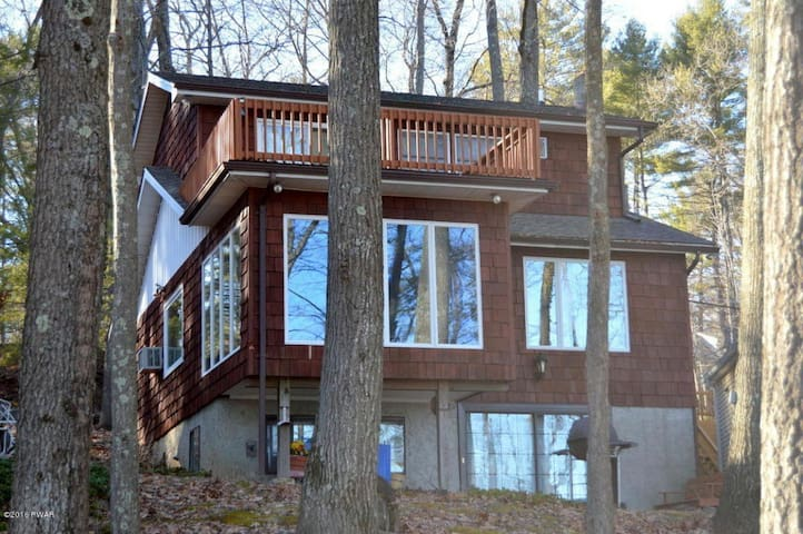 Lakefront at Wallenpaupack with Dock! - Hawley - Casa