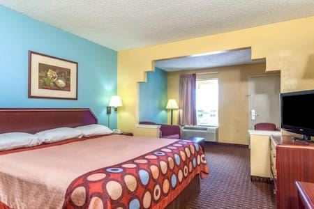Fancy Room Double Bed At Downtown