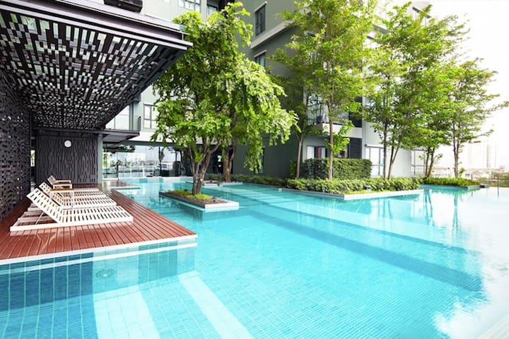 Modern 1 bedroom condo-2 mins frm BTS Wongwian Yai