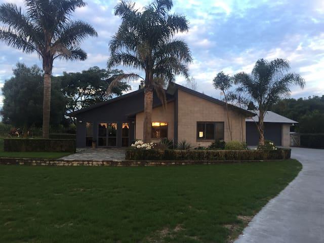 Rural family home, warm ,light and bright. - Te Awamutu - House