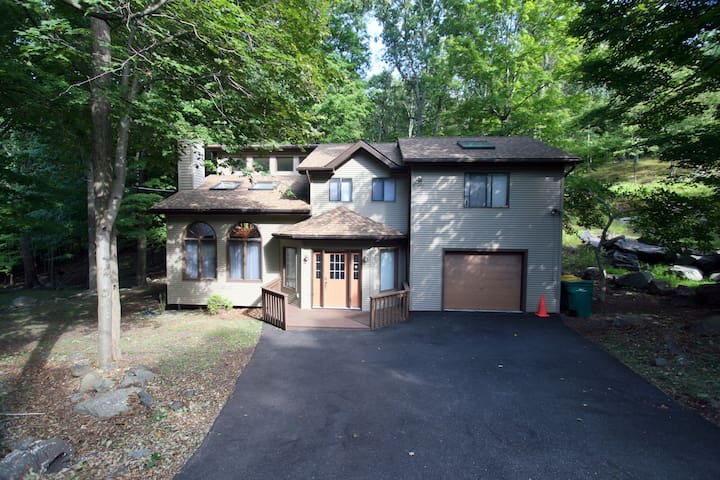 Lovely Spacious Cozy Home 15 min to ski/water/hike - East Stroudsburg - Ház