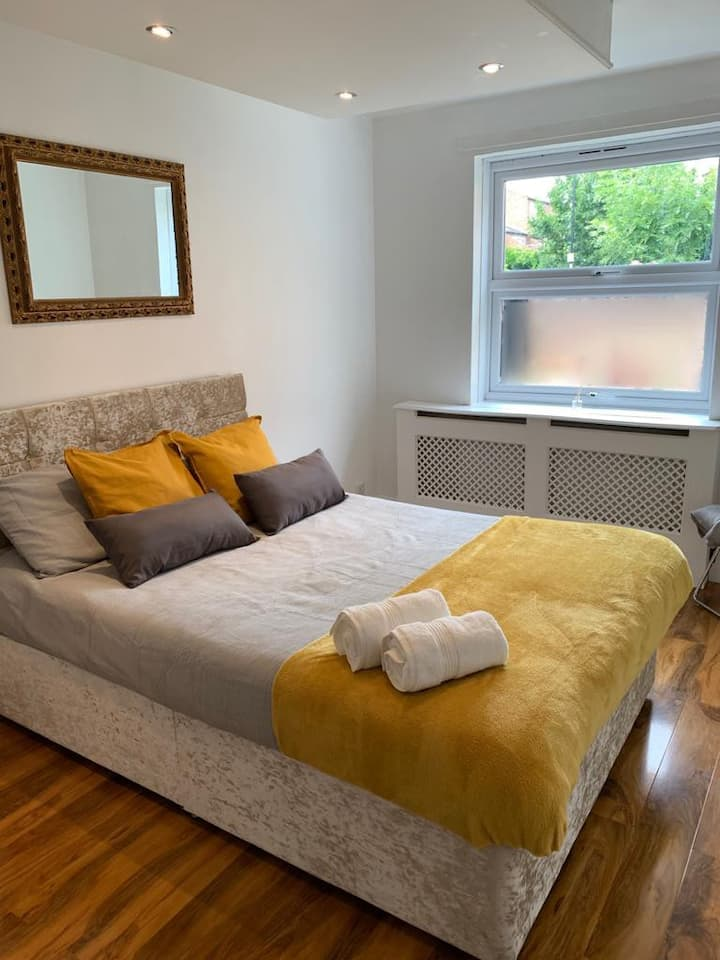 Cosy, Clean and perfectly located (Sleeps 6)