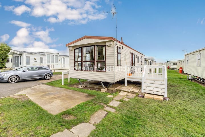 2 bedroom, 6 berth caravan St Osyth, Clacton-on-sea, Essex ref 28007FV