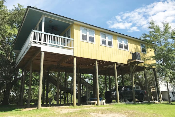 Relax at our vacation home waterfront/2bdrm/2bath