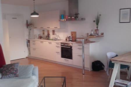 Schöne, neuwertige Wohnung in Stadtnähe; - Gemeinde Eugendorf - Apartament