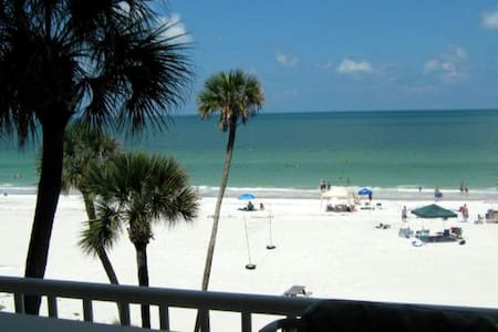 Direct beachfront luxury condo! (weekly rental) - Indian Shores - Appartement