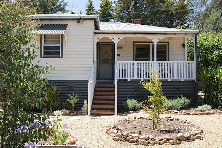 Spring Creek Cottage Hepburn - Secluded Pet Haven