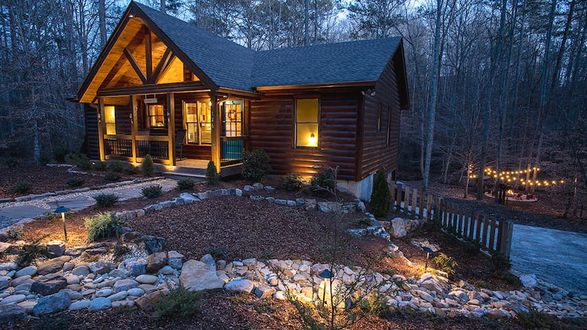 Pristine Cabin by Winery🍷w/Hot Tub+Creekside🔥pit