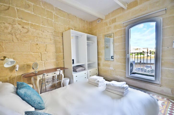 ★ Birgu Townhouse w/ Views of The Grand Harbour ★