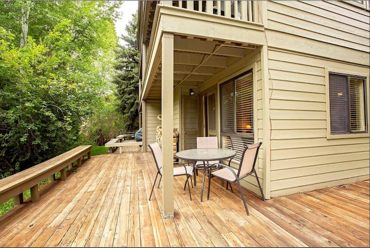 Creekside Privacy w All the Sun Valley Activity!