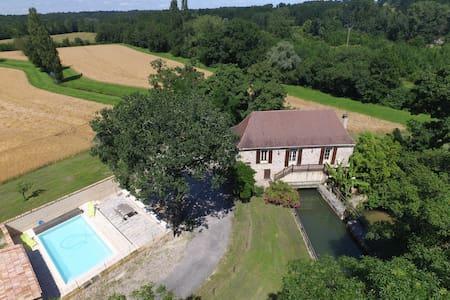 Moulin de caractère avec piscine - Saint-Nexans