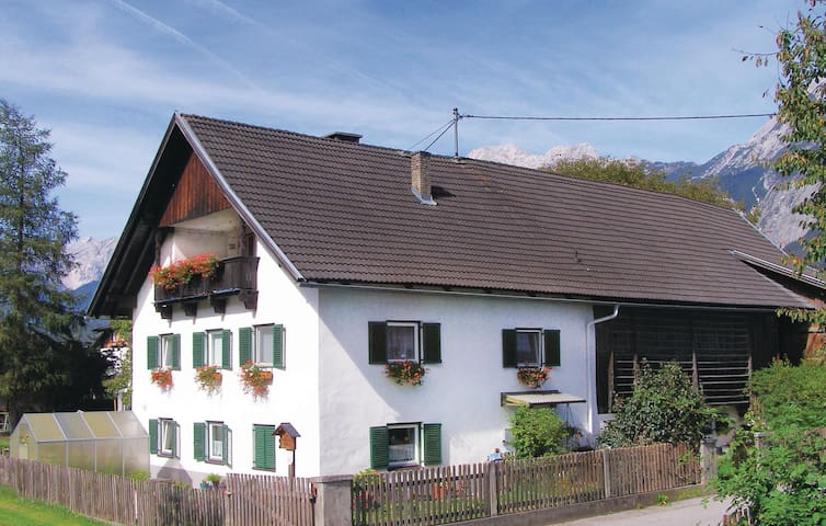 Holiday apartment with 2 bedrooms on 75m² in Oberhofen