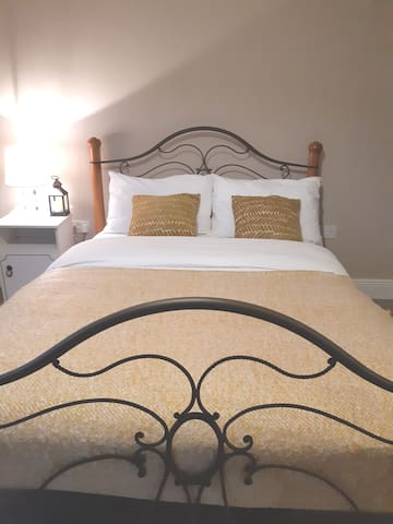Spacious, comfortable room to rent in Lee Valley