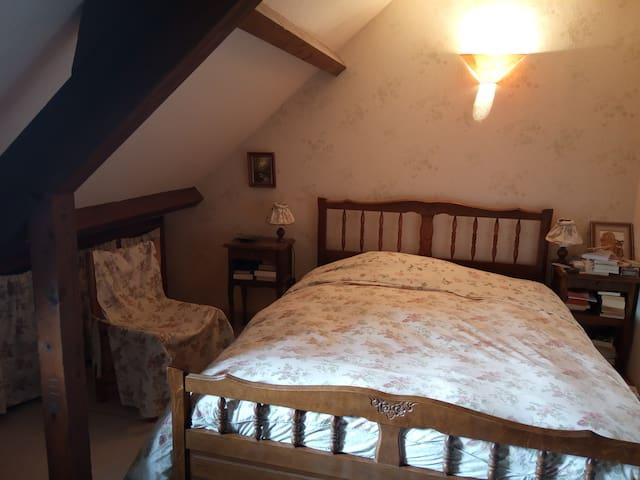 Chambre double dans village proche de Rodez