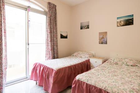 1 room w/Balcony, Close to SEA ! :D - Żebbuġ