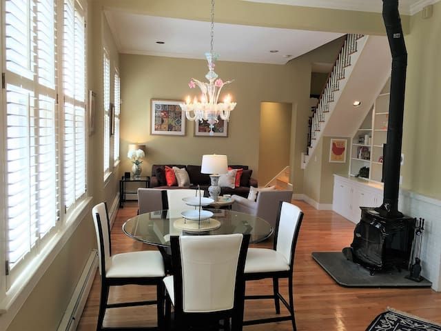 Fabulous Carriage House on Historic College Hill!
