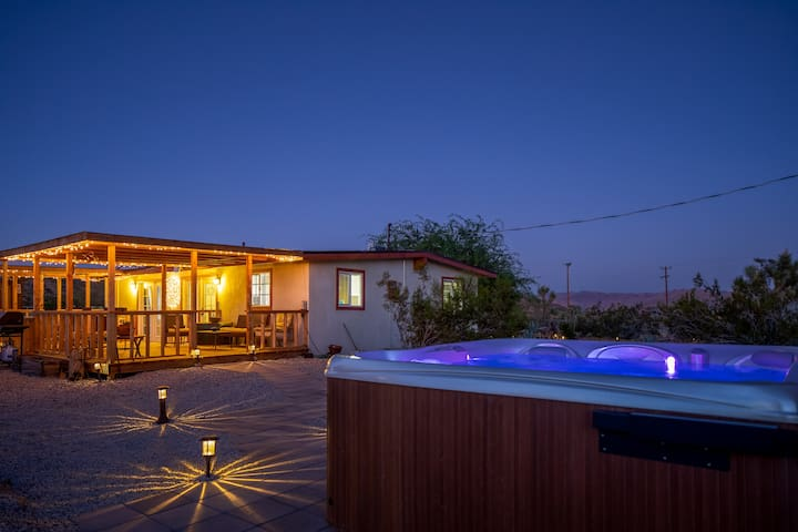 JT Desert Escape - Hot Tub, pool, fire pit & BBQ !