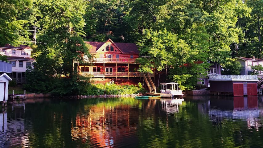 Lodge on Grey Log Cove
