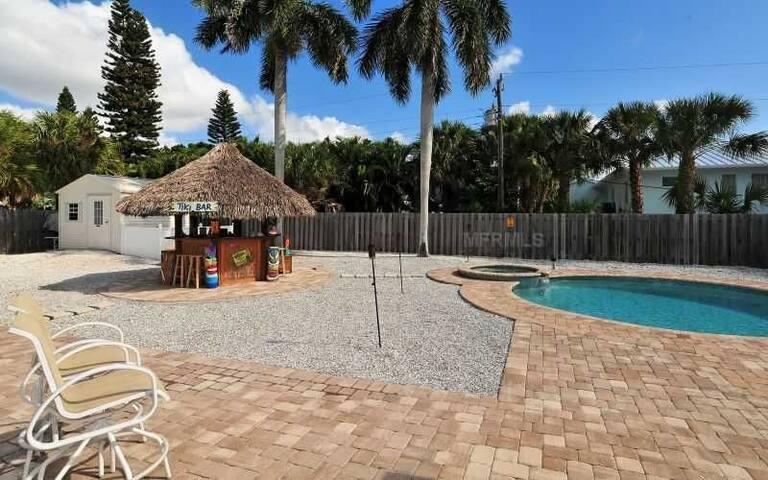 Tropical Paradise footsteps away from SK Beach - Siesta Key - Casa de férias