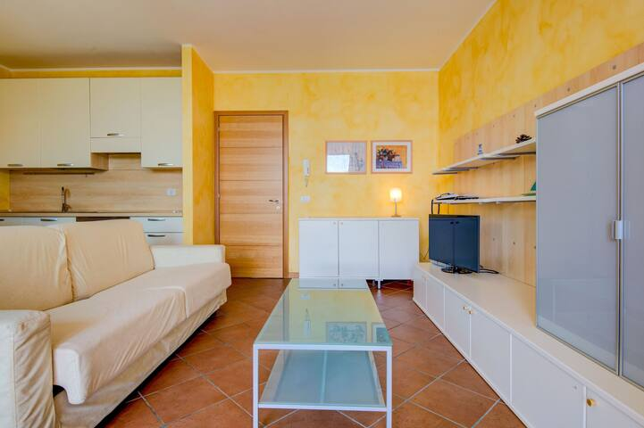 On Lakeside with 3 Pools and Tennis Courts - Apartment Azzurro