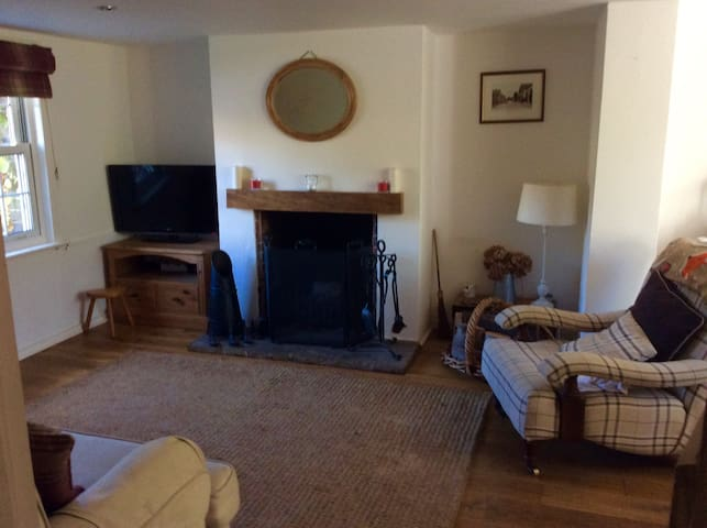 Ardingly Cottage for Gatwick Brighton & London