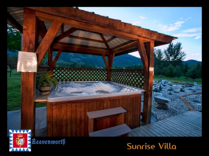 Sunrise Villa- ideal for weekend getaways in town!