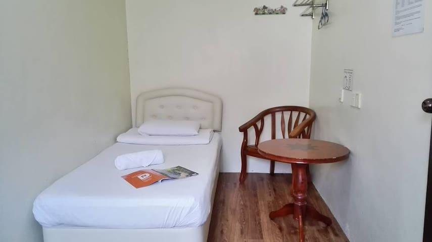 Single Bed Room (Shared Bath Room)