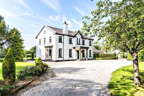 ASTBURY HOUSE  -Spacious home within own grounds