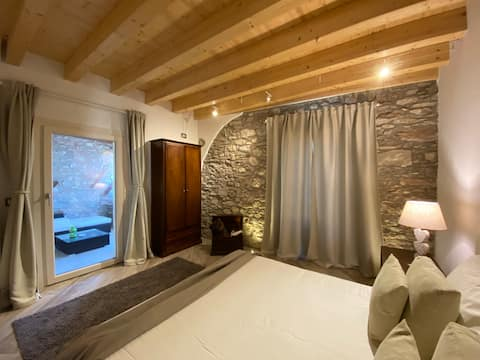 B&B Foresteria Vistalago.         _camera Le bore_
