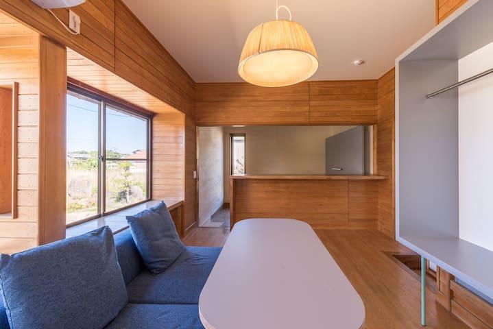 [結 - ISHIYA] 日本庭園が迎える古民家の宿 / Room C: 洋室ベッドルーム