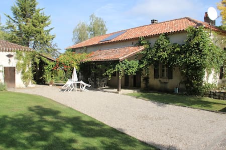 A large family home with an incredible view & pool - Tournon-d'Agenais - Dom