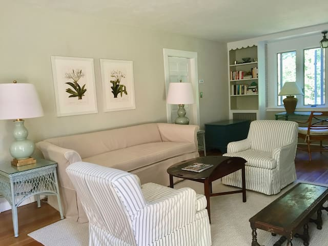 Charming Cottage w/fireplace - Manchester-by-the-Sea - House