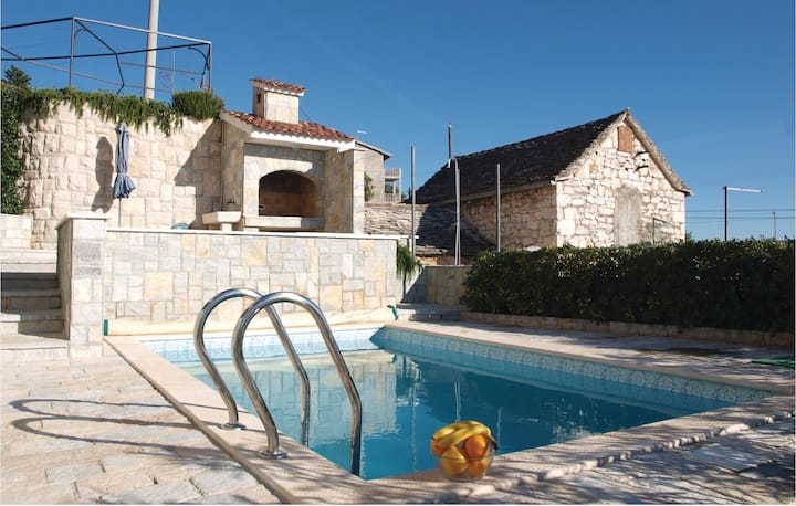 Beautiful home in Siroke with WiFi and 4 Bedrooms
