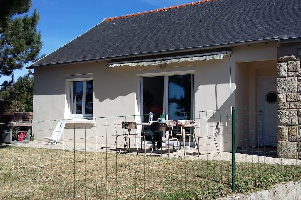 Terrasse à l'avant de la maison