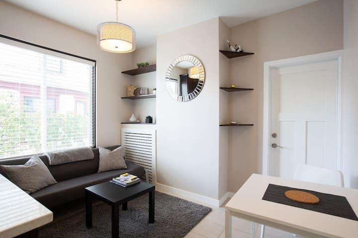 Beautiful Comfy Modern Apartment!