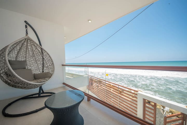 Oceanfront 3 bedrooms Minimalist Home