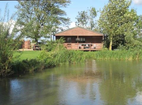 Idyllic lakeside log cabin