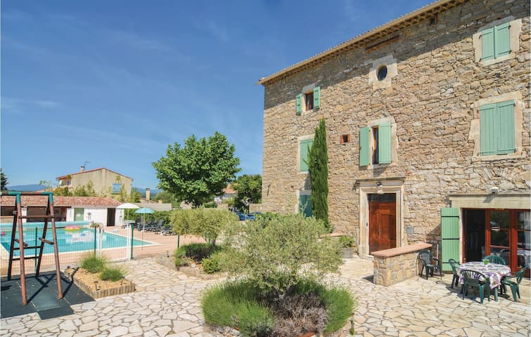 Holiday apartment with 2 bedrooms on 95 m² in Canaules-et-Argentièr.