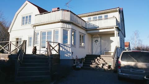 Large waterfront luxury house close to the city