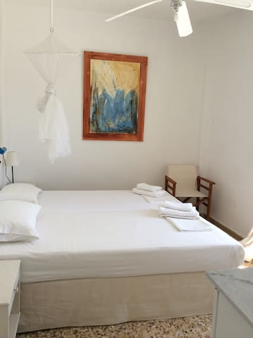 Windmill Rooms Overlooking Sea by Town Centre - Antiparos - Bed & Breakfast