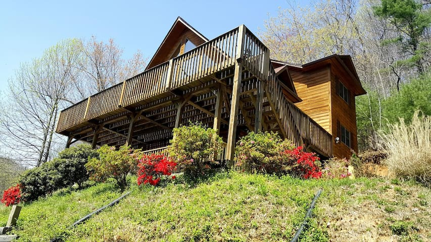 Waterfalls Rd Cabin-Close to Downtown Blowing Rock